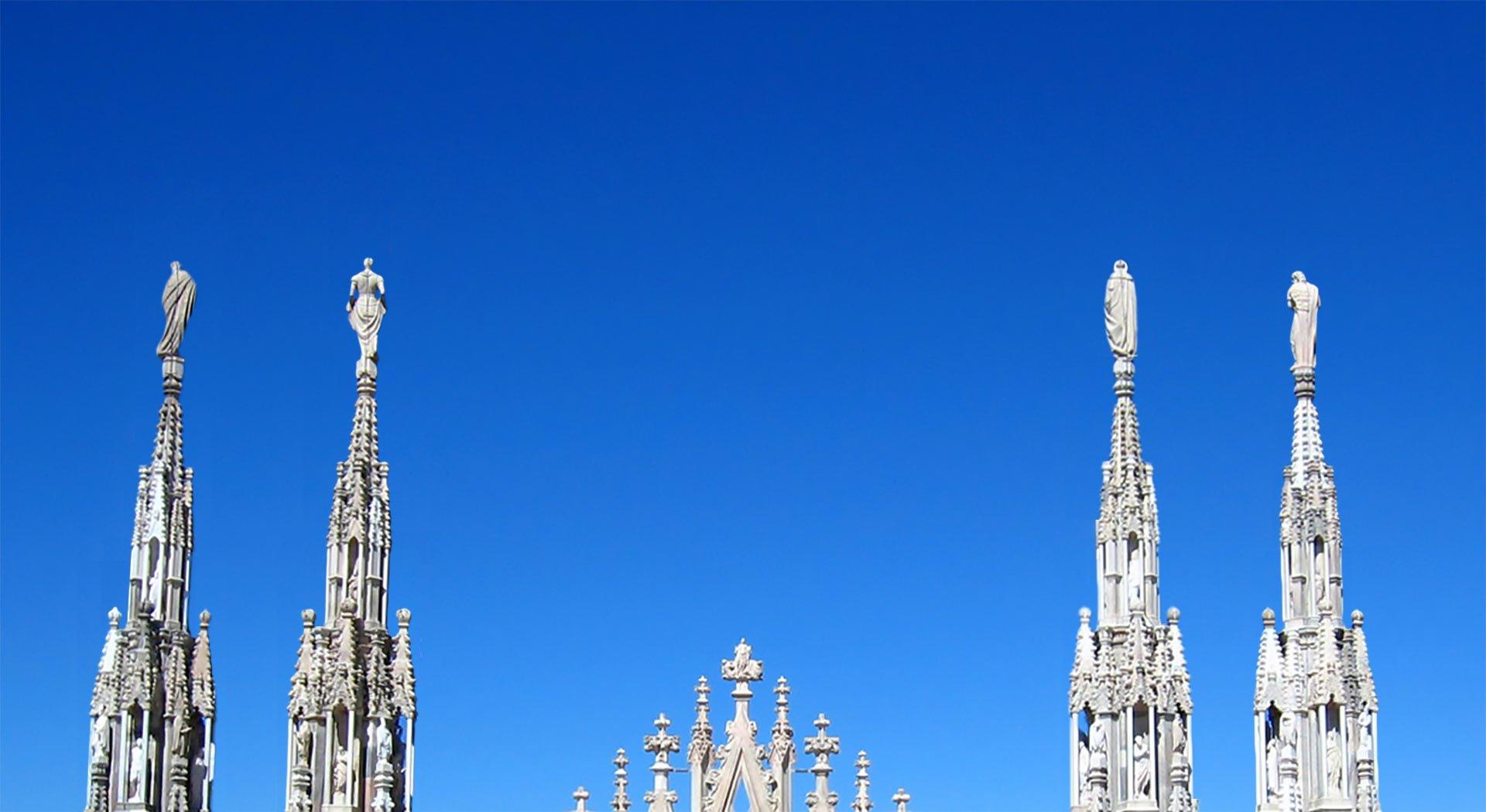 Vista del Duomo con cielo sereno